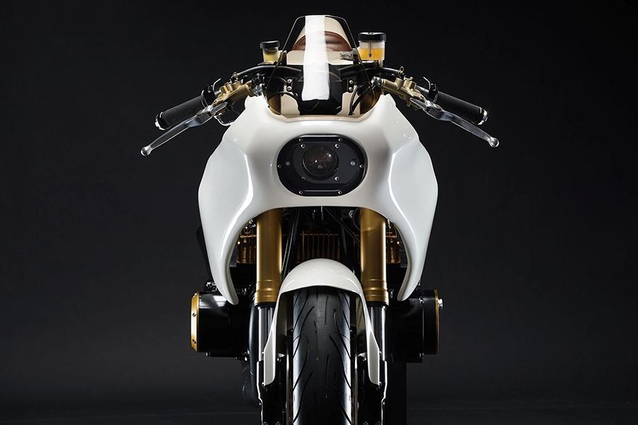 Motoworks Suzuki GT380 Custom Front