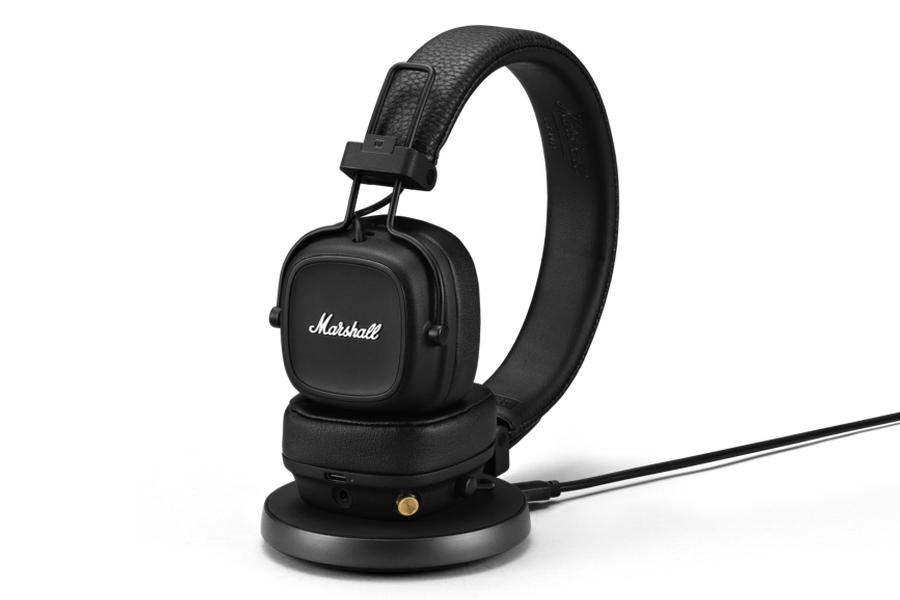 Marshall IV Wireless Headphones im Ständer