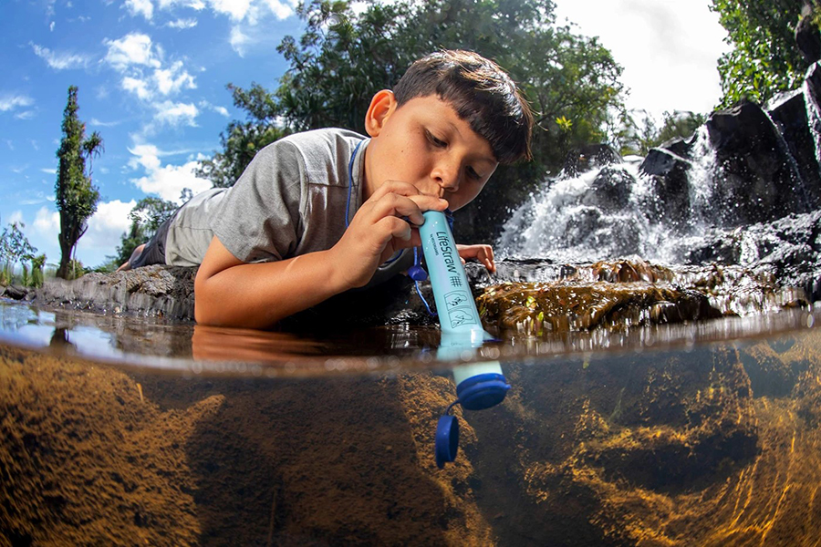 Christmas Gift Guide Outdoorsman Lifestraw Personal Water Filter