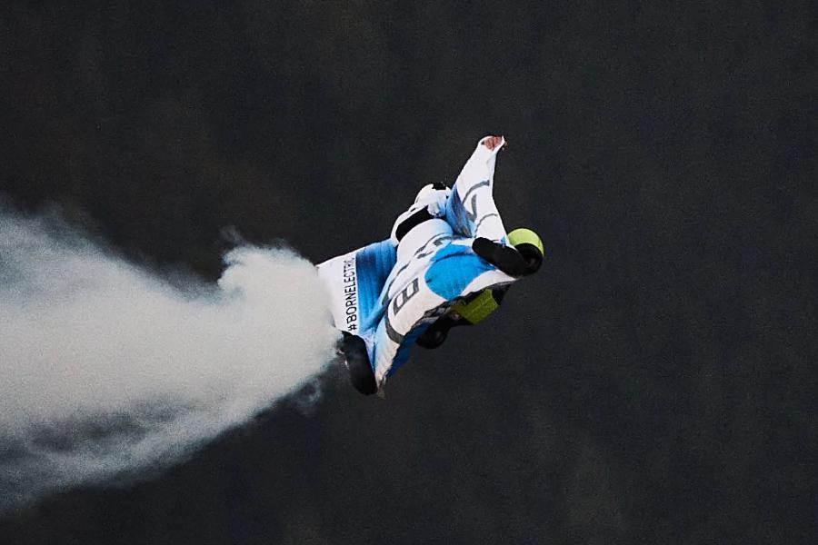 Peter Salzman BMW Electrified Wingsuit gleiten