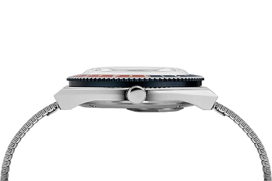 Timex Q Neuauflage mit Erdnussstempel Seitenansicht