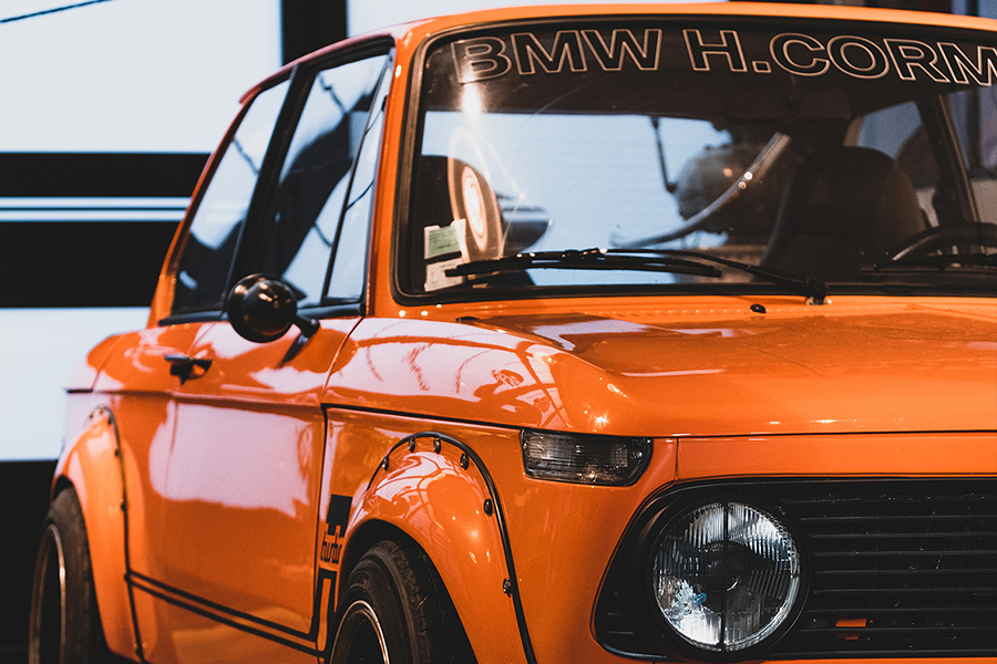 Deus Customs France BMW 2002 vorne
