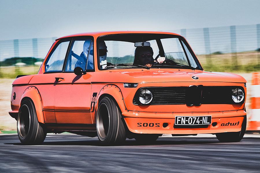 Deus beendet endlich seinen BMW 2002 Custom