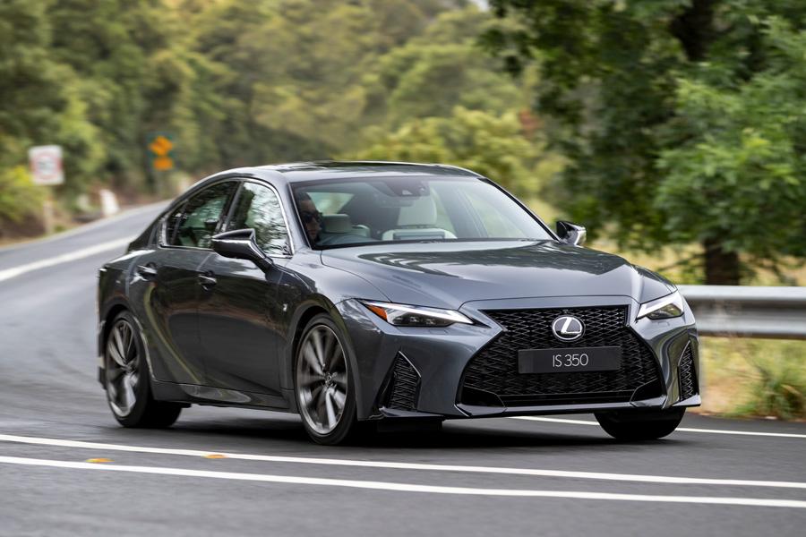 Der neue Lexus IS stellt das Sportlimousinen-Konzept neu vor