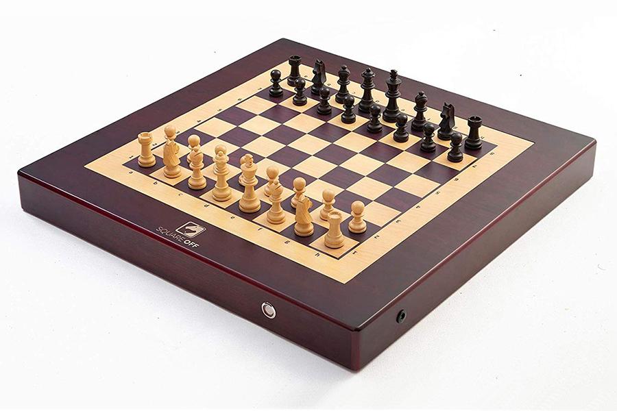 Denken Sie, Sie können dieses automatisierte Schachbrett schlagen, das sich von selbst bewegt?