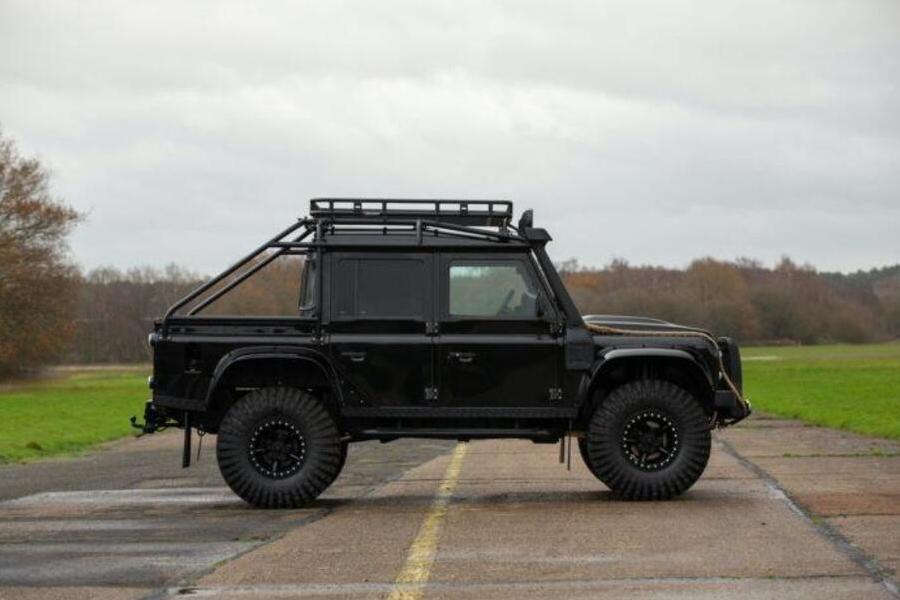 2010 Land Rover Defender Spectre Seite