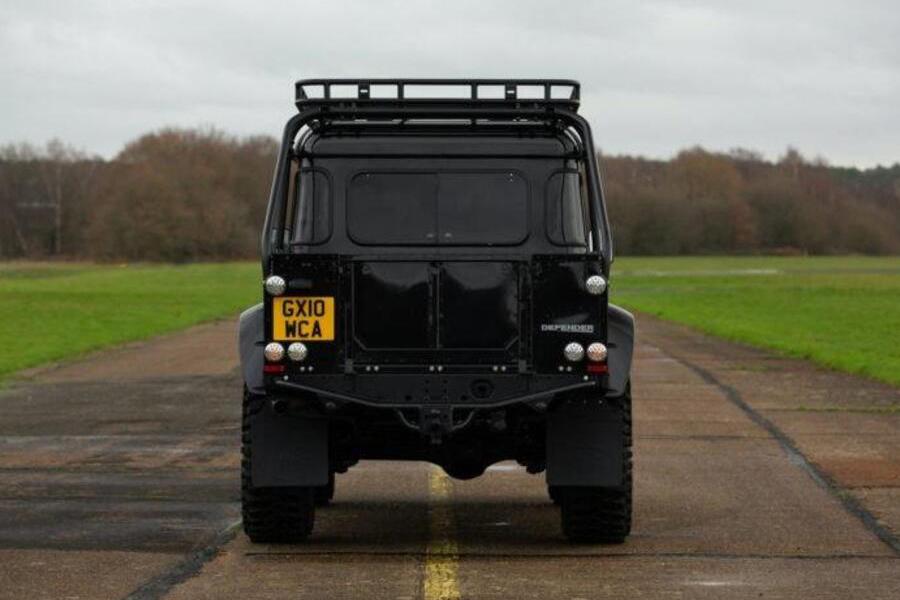 2010 Land Rover Defender Spectre zurück