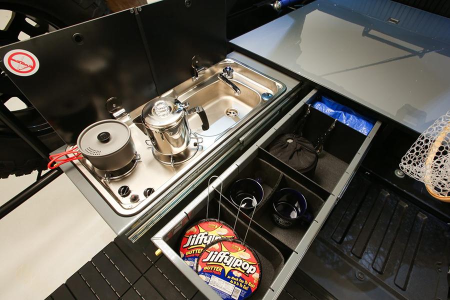 Toyota Overlanding Rig die TRD Küche