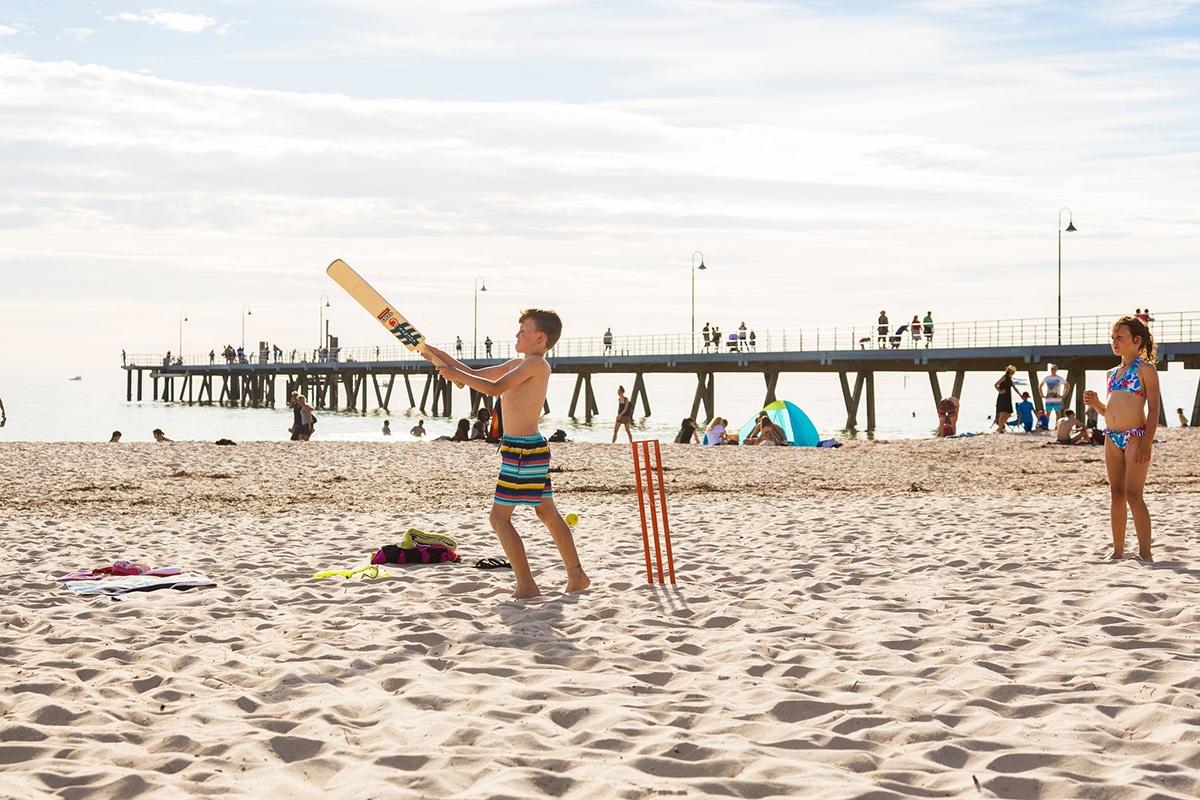 Beste Adelaide Strände zum Schwimmen, Surfen und Schnorcheln Glenelg Beach