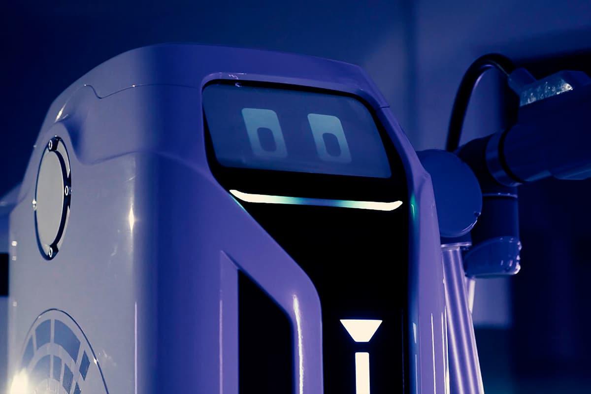 VW mobile Laderoboter vorne