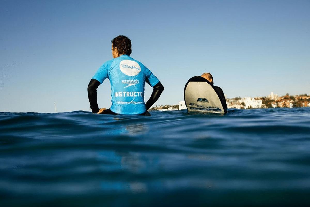 Lass uns in Byron Bay surfen