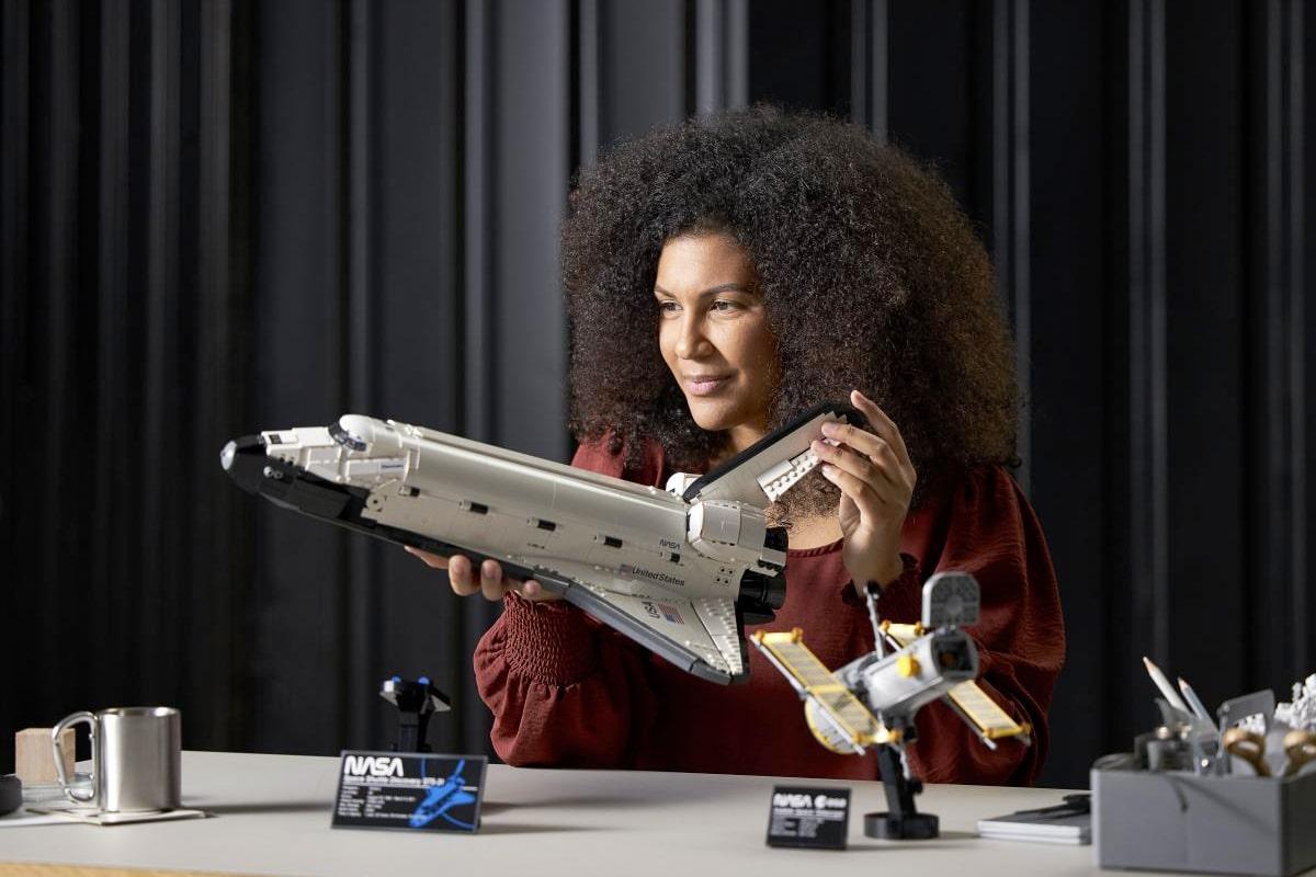 1 Lego über Entdeckung und Hubble-Set