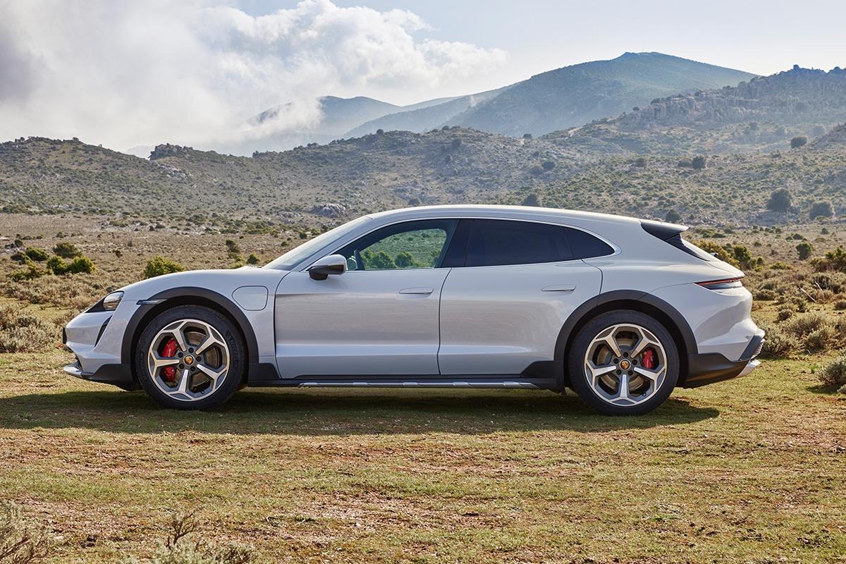 Porsche Taycan Cross Turismo 3