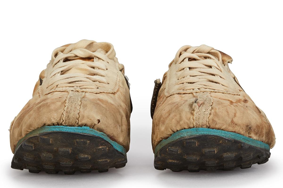 Nike Moon Schuhe $ 150K USD vorne