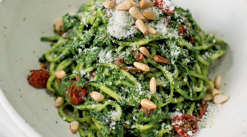 Rezept: Tom Kerridges Spinat-Basilikum-Pesto Zucchini